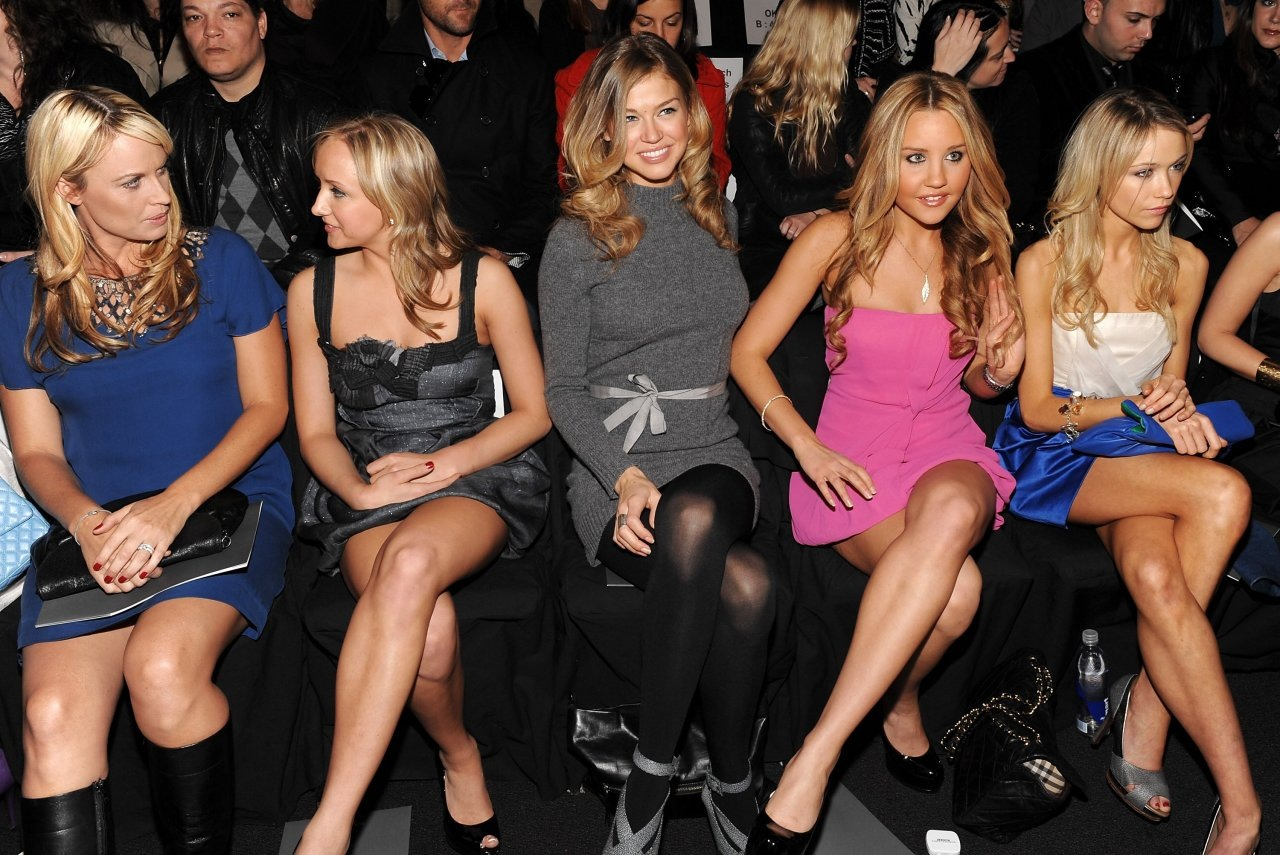 Celebrity Thumbs: Hot Indian Model Babe Jennifer Kotwal In